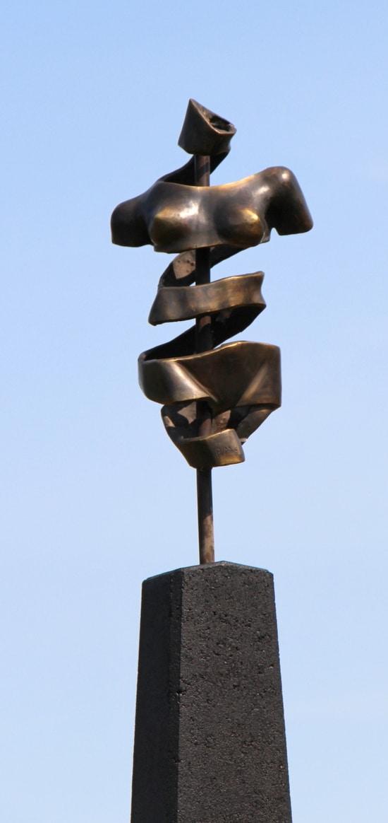 TURNING TORSO IV – ekte bronse