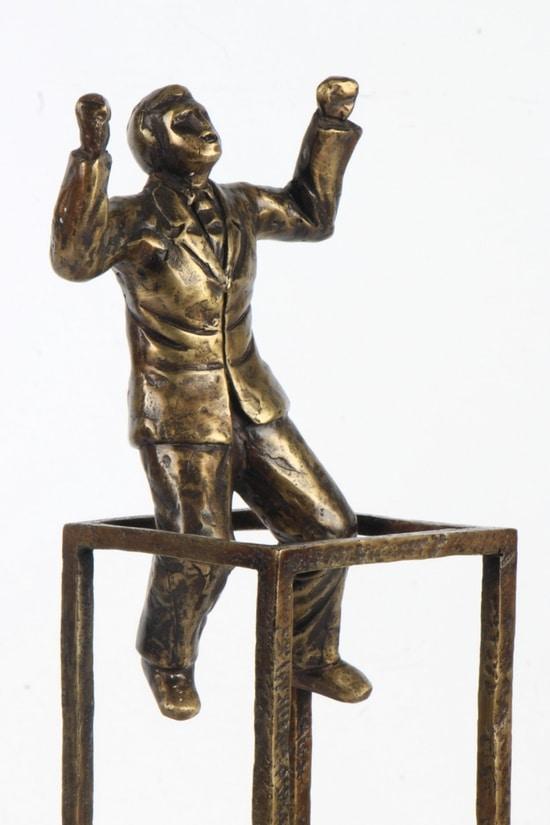 TENK UT AV BOKSEN – ekte bronse